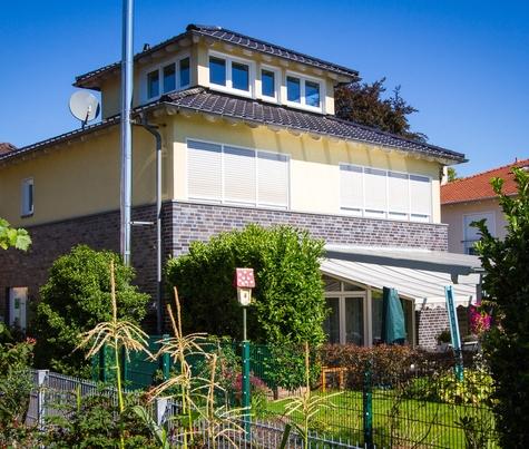 Architekturbüro Hinkelmann, Hafenstrasse 14,59067 Hamm | Freistehendes Einfamilienwohnhaus mit Pagodendach.
