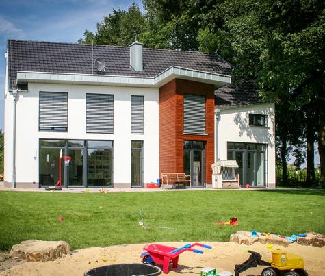 Architekturbüro Hinkelmann | Einfamilienhaus mit Holz- und Putzfassade