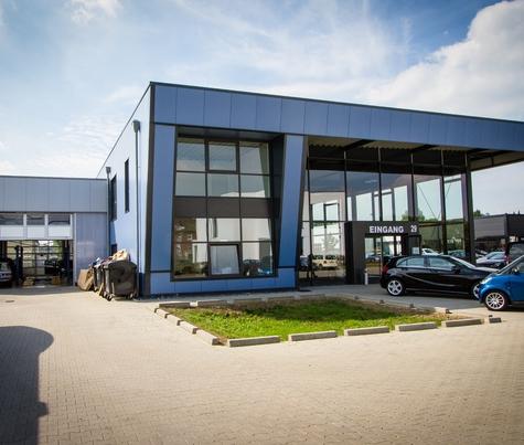 Architekturbüro Hinkelmann | KFZ-Ausstellungshalle mit Verwaltung