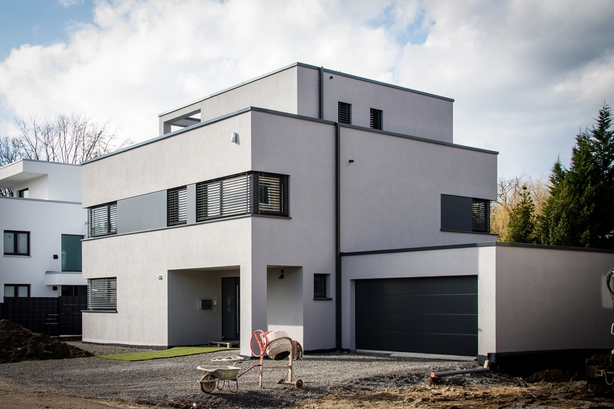Architektenhaus mit zurückgesetztem Dachgeschoss