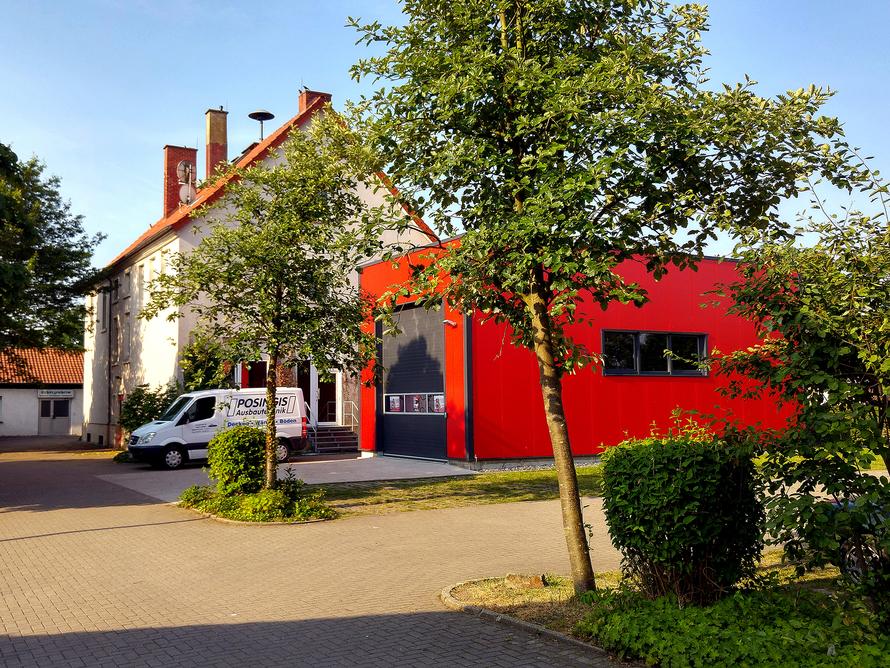 Feuerwehrgebäude aus Sandwichpanelen.