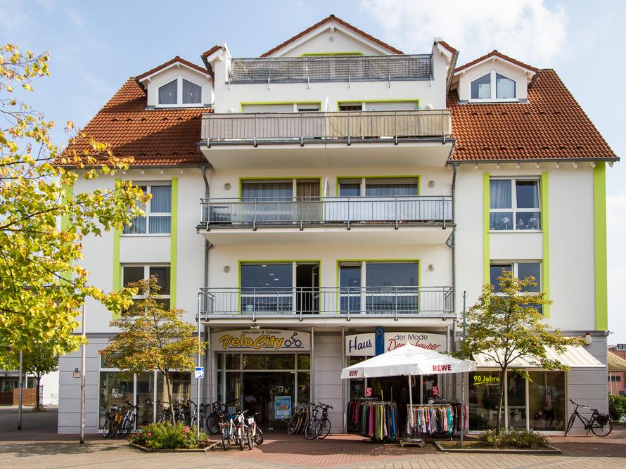 Wohn- & Geschäftshaus mit 12 Wohneinheiten. Diversen Praxen sowie zwei Einzelhandelseinheiten.