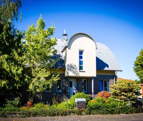Architekturbüro Hinkelmann| Revitalisierung – Einsatz eines gerundetem Pultdachs zur Erweiterung der Wohnfläche
