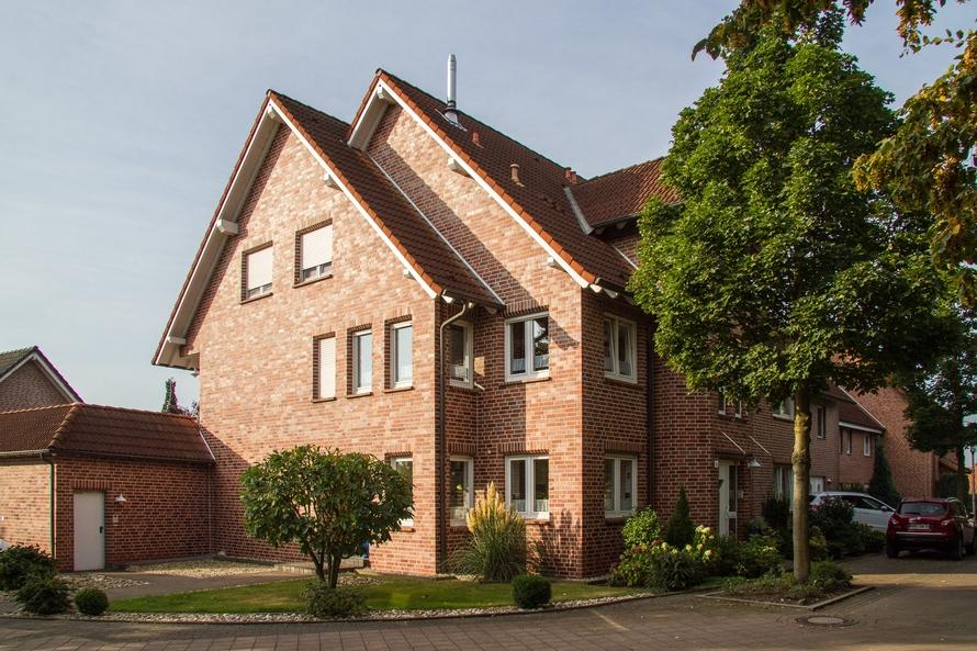 Unterkellertes Dreifamilienhaus mit Klinkerornamentik